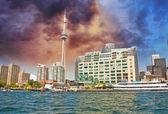 Prachtige hemel kleuren over toronto skyline — Stockfoto