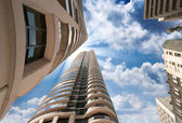 Splendida vista verso l'alto di edifici moderni di toronto e il grattacielo — Foto Stock