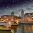 Beautiful colors of Napoleon Bridge at night with Seine river - — Stock Photo