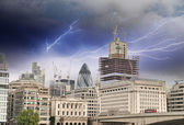 Storm above Modern Buildings and Architecture of London in Autum — Stockfoto