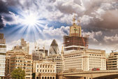 近代的な建物と秋にロンドンのアーキテクチャ — ストック写真