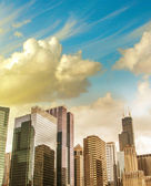 Beautiful view of Chicago Skyline with dramatic sky — Stock Photo