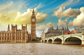London. Beautiful view of Westminster Bridge and Houses of Parli — Stock Photo