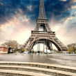Paris. Gorgeous wideangle view of Eiffel Tower with Stairs to Se — Stock Photo #21601823