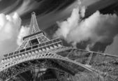 Wonderful street view of Eiffel Tower and Winter Vegetation - Pa — Stock Photo
