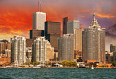 Toronto. Beautiful view of city skyline from Lake Ontario — Stock fotografie