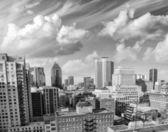 Dramatique ciel au-dessus des bâtiments de montréal, canada - vue aérienne — Photo