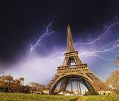 Wonderful view of Eiffel Tower in Paris. La Tour Eiffel with sto — Stock Photo