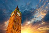 London, Wonderful upward view of Big Ben Tower and Clock at suns — Stock Photo