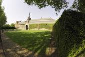 Eijsden castelo e sua vegetação em maio — Fotografia Stock