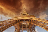 Beautiful view of Eiffel Tower in Paris — Stock Photo