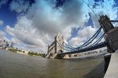 Kule köprüsü, londra'nın güçlü yapısı — Stok fotoğraf