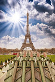 Paris. Beautiful view of Eiffel Tower on a cold December morning — Stock Photo