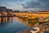 París. hermosa vista del puente de napoleón al atardecer. — Foto de Stock