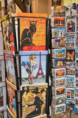 PARIS - DECEMBER 2: Street in Montmartre with artists and paintings — Stock Photo