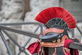 Centurion hjälm på gatorna i Rom — Stockfoto