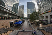 LONDON - SEP 29: Modern skyscrapers of Canary Wharf district — Stock Photo