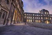 The Louvre, Paris. Beautifully illuminated buildings, exterior v — Stock Photo