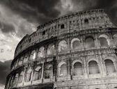 Wonderful view of Colosseum in all its magnificience - Autumn su — Stock Photo