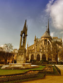Beautiful view of Notre Dame exterior with winter trees — Stock Photo
