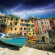 Cinque Terre. Beautiful view of the port with boats and colourfu — Stock Photo