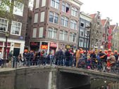 AMSTERDAM - APRIL 30: City natives and tourists celebrate Queen' — Foto de Stock