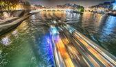 Paris. paisagem bela cidade à noite ao longo do rio sena — Foto Stock