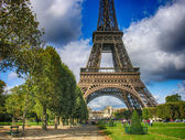 Paris. Wonderful september colors of Eiffel Tower and Champs de — Stock Photo