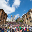 ROME - MAY 10: Tourists enjoy a wonderful spring day in Piazza d — Stock Photo