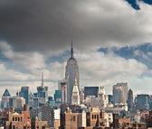 Прекрасный вид с красивое небо цвета небоскребы Манхэттена — Стоковое фото