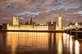 Palace of westminster på solnedgången, underbar utsikt över london — Stockfoto
