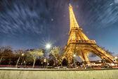 Impresionantes vistas de la torre eiffel al atardecer de invierno, París — Foto de Stock