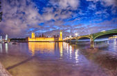 Beautiful night view of London and its landmarks — Stock Photo