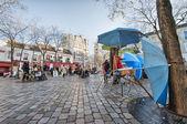 PARIS - DEC 3: Place du Tertre in Montmartre, Paris with street — Stock Photo