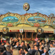 MUNICH, SEP 29: Tourists and local enjoy Oktoberfest, Sep — Foto de Stock