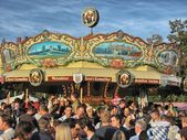 MUNICH, SEP 29: Tourists and local enjoy Oktoberfest, Sep — Stock Photo