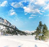 Prachtige kleuren van dolomieten landschap in de winter — Stockfoto