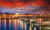 Beautiful sunset colors of Paris and Seine river — Stock Photo