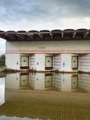 Lager außen nach einem schweren hochwasser — Stockfoto