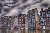 амстердам. великолепный вид на город каналов и зданий в весна — Стоковое фото