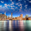 Spectacular sunset view of lower Manhattan skyline from Brooklyn — Stok Fotoğraf #27107421