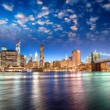 图库照片: Spectacular sunset view of lower Manhattan skyline from Brooklyn