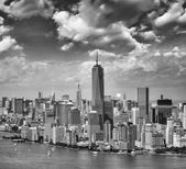 Aerial view of Lower Manhattan and Battery Park on a summer afte — ストック写真