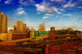 New York City. Terrific sunset view from Brooklyn Bridge — Stock Photo