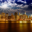 Spectacular sunset view of lower Manhattan skyline from Brooklyn — Stock Photo