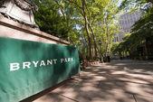 Bryant park wejście znak na manhattanie - nyc — Zdjęcie stockowe