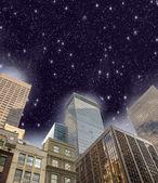 New york şehri. yukarıda manhattan gökdelen gökyüzü gece. — Stok fotoğraf