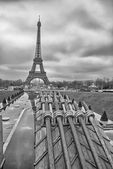 Paris. Wonderful view of Eiffel Tower. La Tour Eiffel in winter — Stock Photo