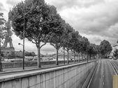Road of Paris with Tour Eiffel in the Background — Stock fotografie