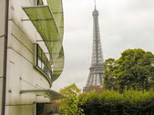 Paris. Beautiful view of famous Eiffel Tower between buildings — Stock Photo